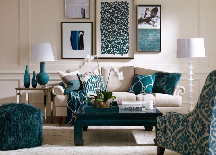 sillas verdes colores acentuados