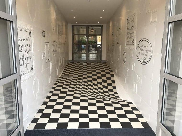 entrada con suelo de azulejos