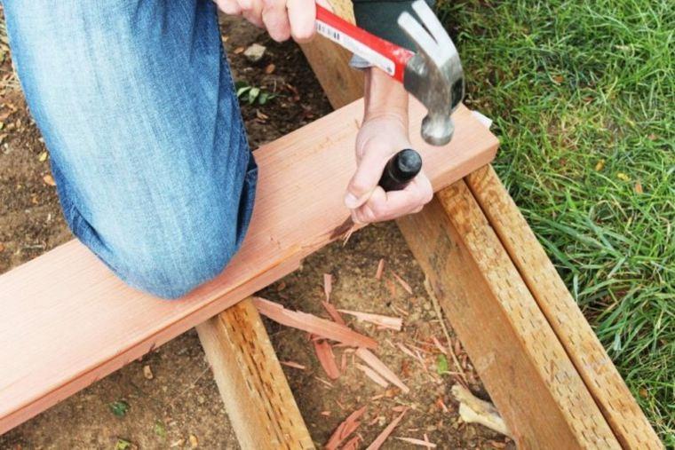 plataforma de madera para el jardín