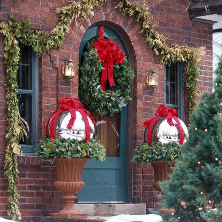 decorar la puerta de entrada en navidad