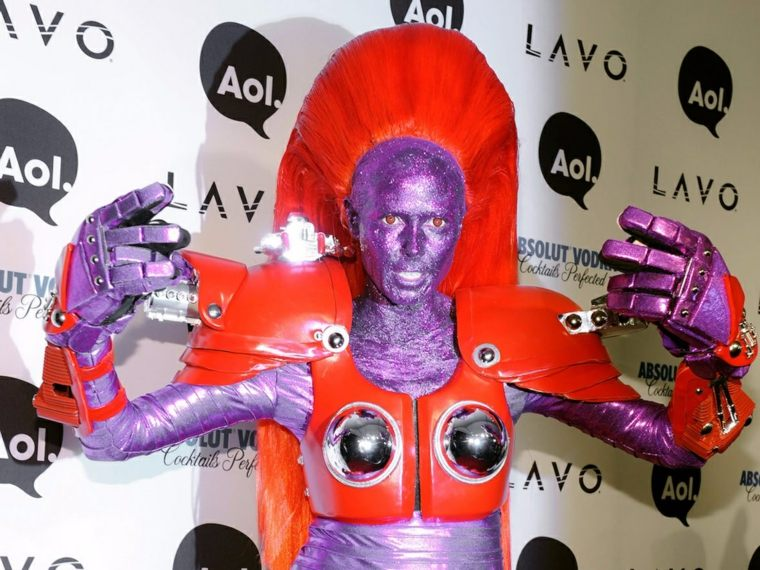 Heidi Klum disfraces robot