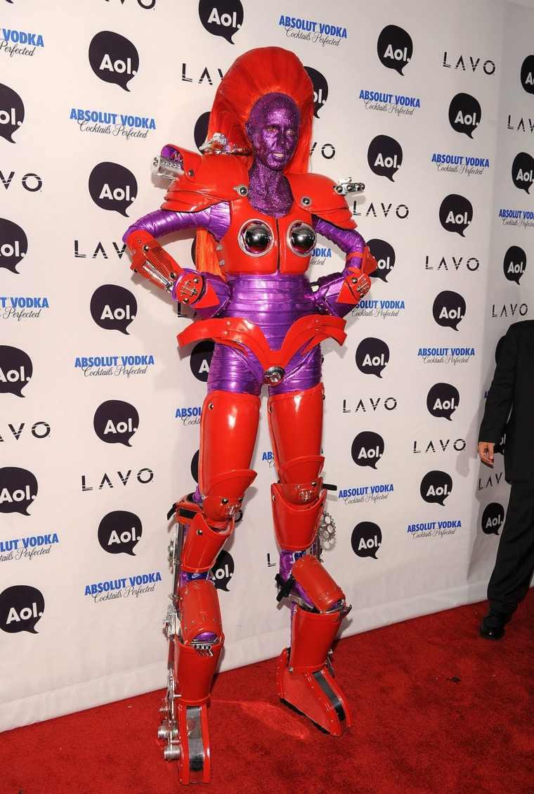 Heidi-Klum-robot-de-piel-lila