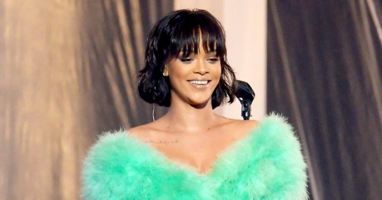 Rihanna-en-azul