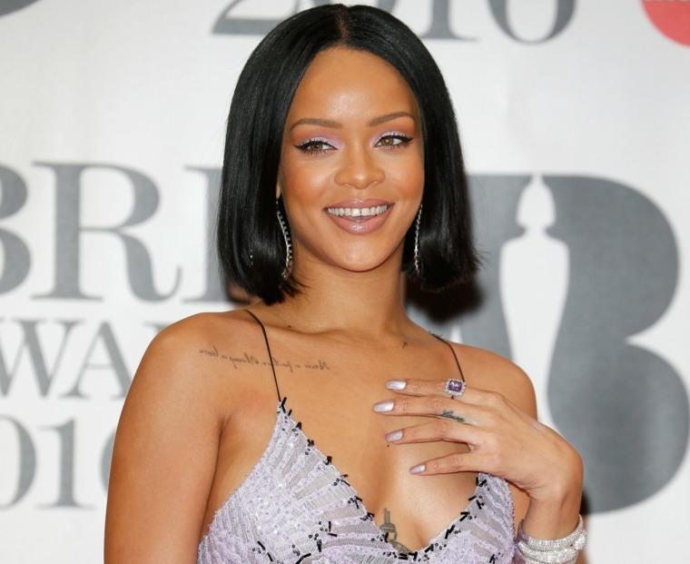 Rihanna-sonriente
