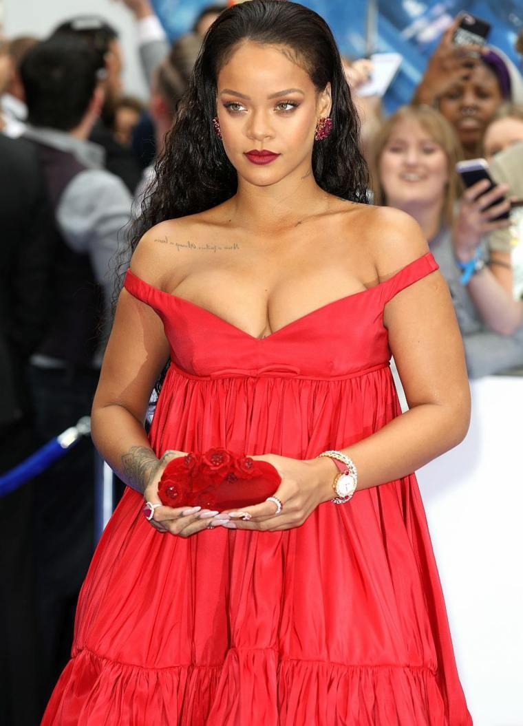 Rihanna-vestido-rojo