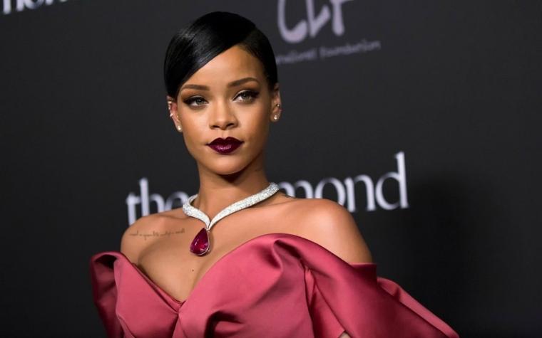 Rihanna-vestido-rosado-oficial