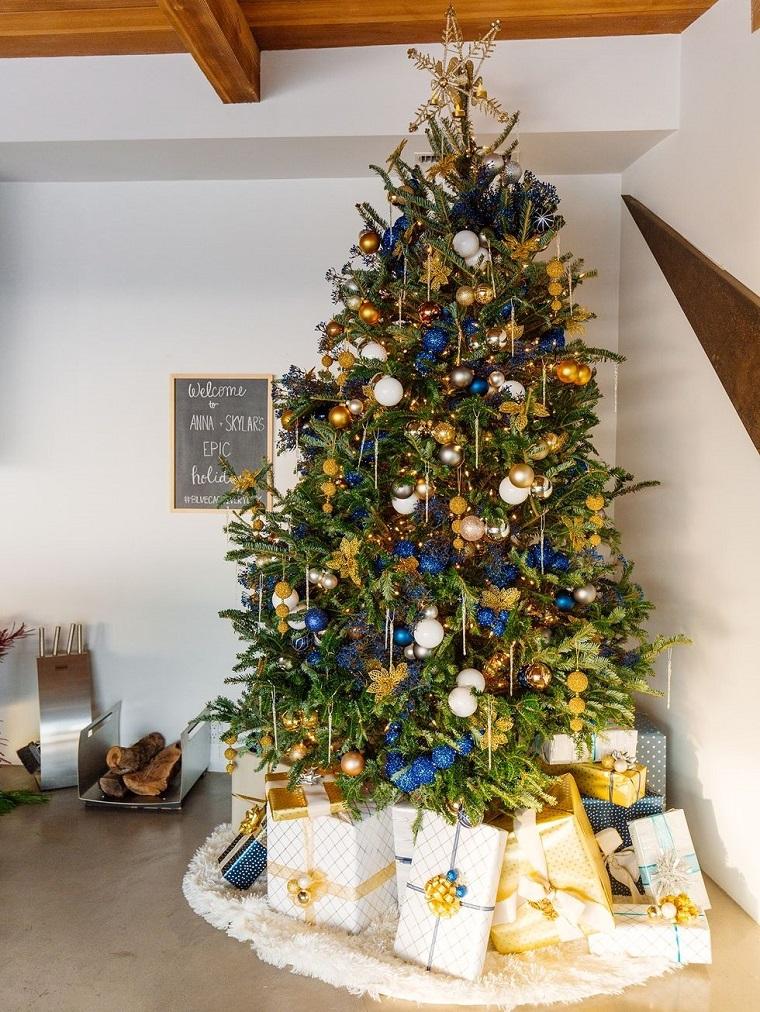 arboles-de-navidad-decorados-azul-dorado