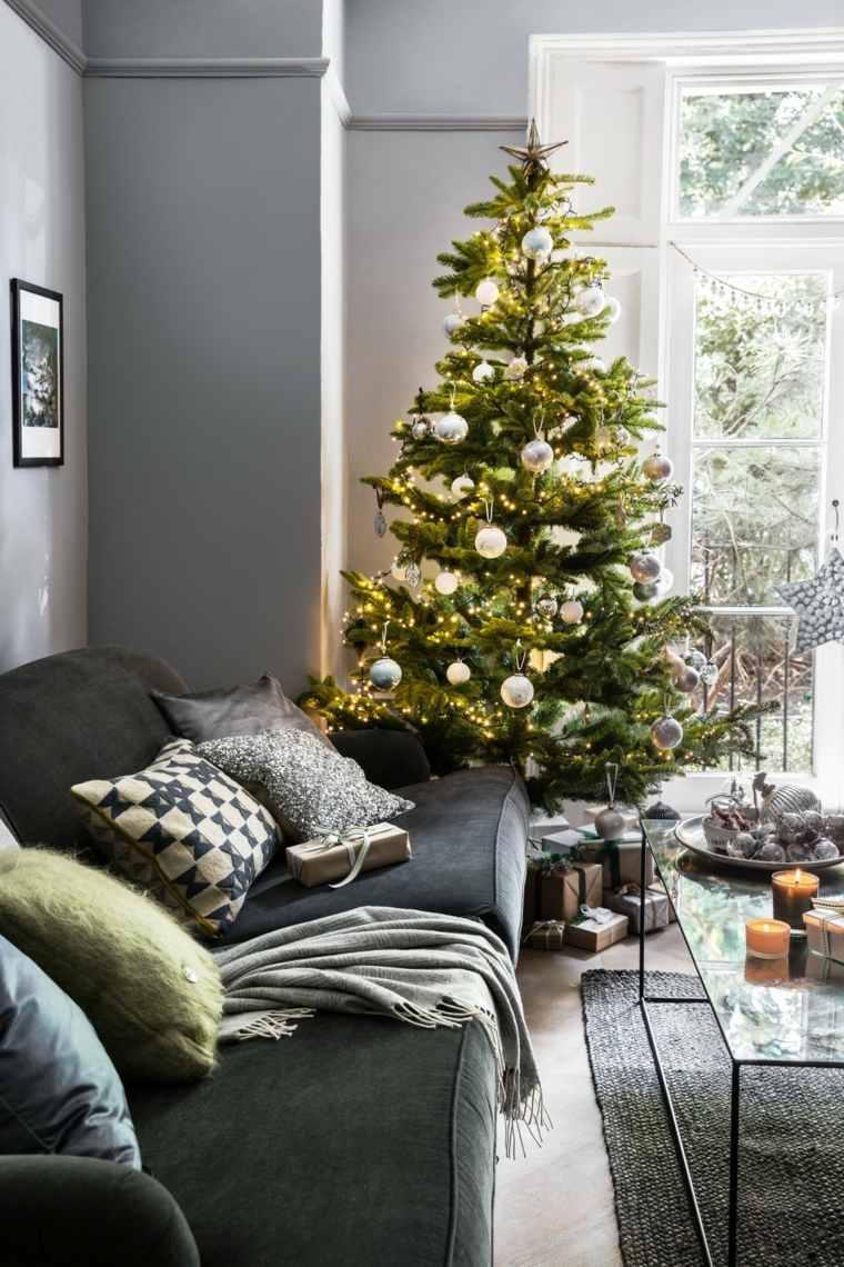 árboles de navidad decorados-bolas-blancas-estilo