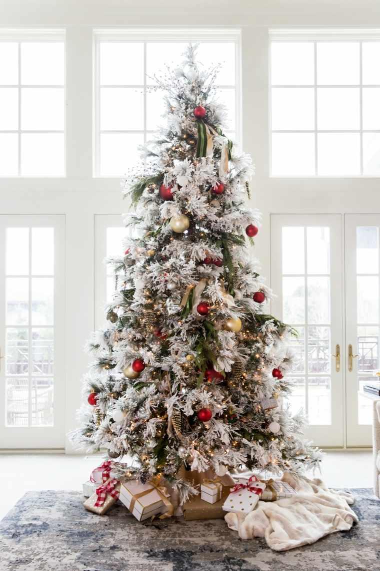 arboles-de-navidad-decorados-bolas-rojas