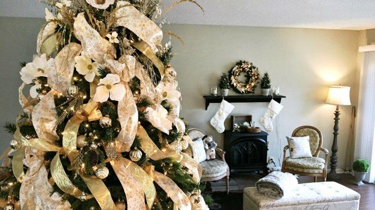 arboles-de-navidad-decorados-guirnalda-dorada