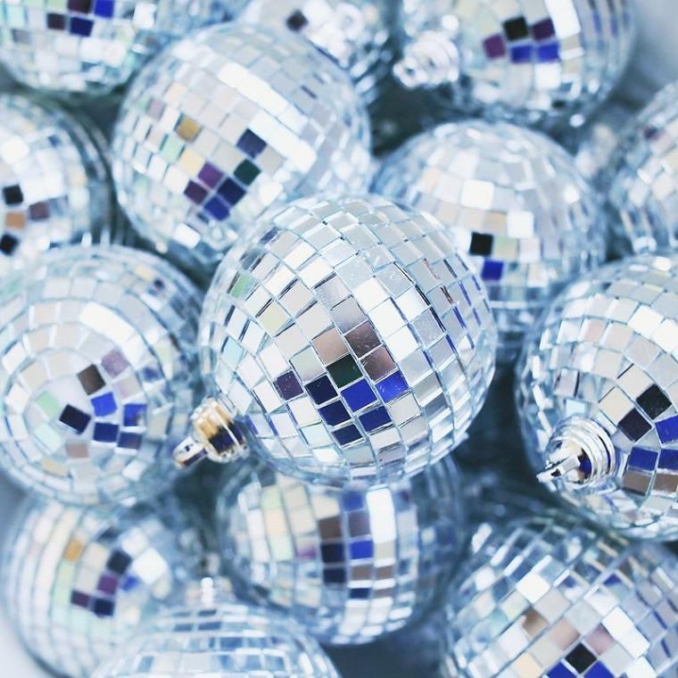 bolas-brillantes-opciones-originales-decorar-navidad