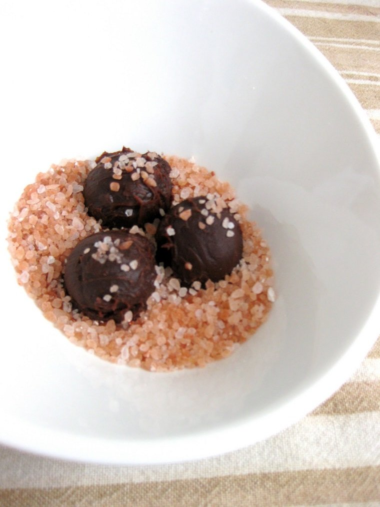bolas chocolate oscuro dulce