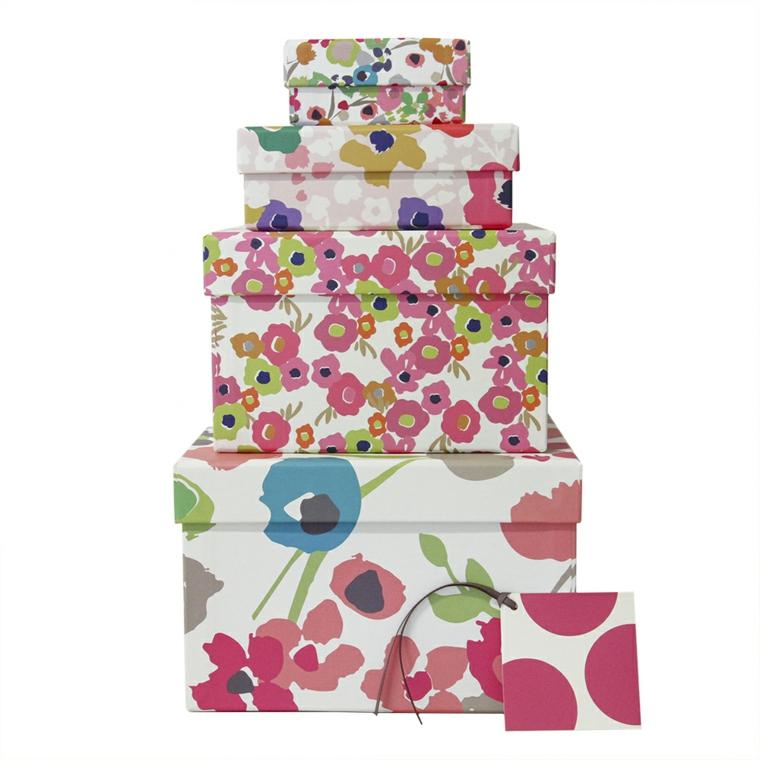 Cajas de cart n decoradas a mano para regalos de navidad - Cajas grandes de carton decoradas ...