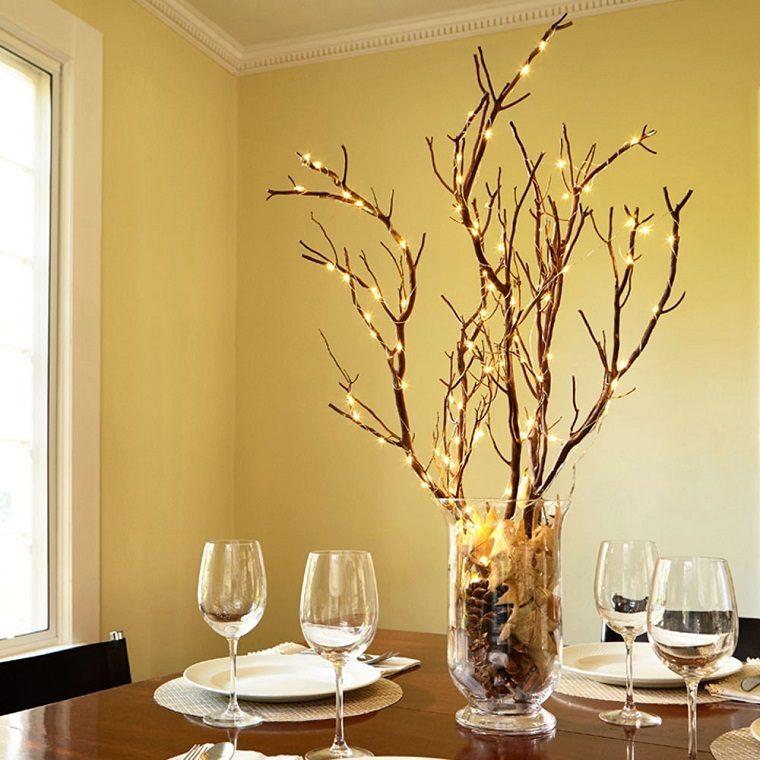 Centros de mesa de navidad con luces navide as para una for Decoracion con ramas secas