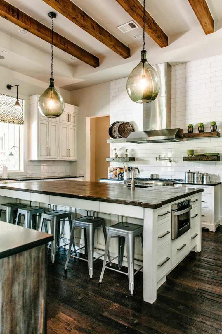 Cocinas r sticas equipadas con lo ltimo en tecnolog a y for Lo ultimo en cocinas