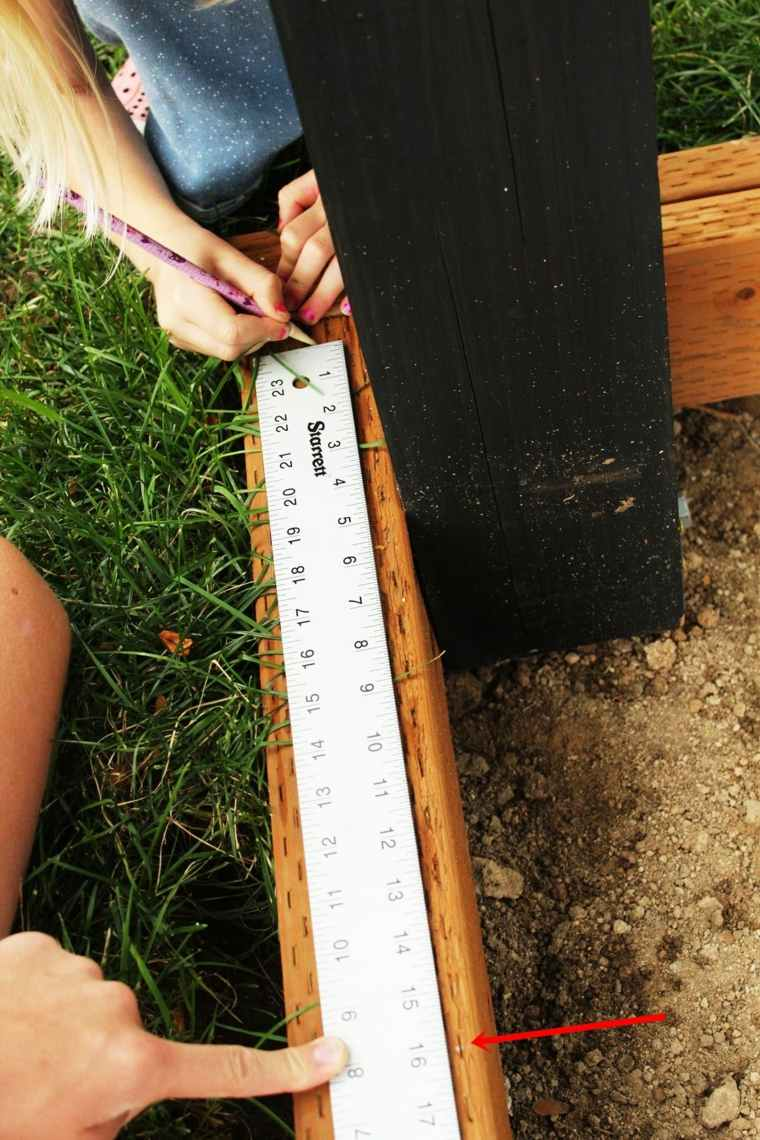 Cómo instalar las viguetas para una cubierta en el jardín -