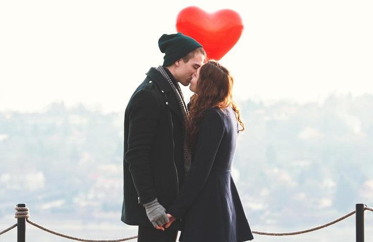 cómo saber si estas enamorada-consejos-pareja-cita-beso