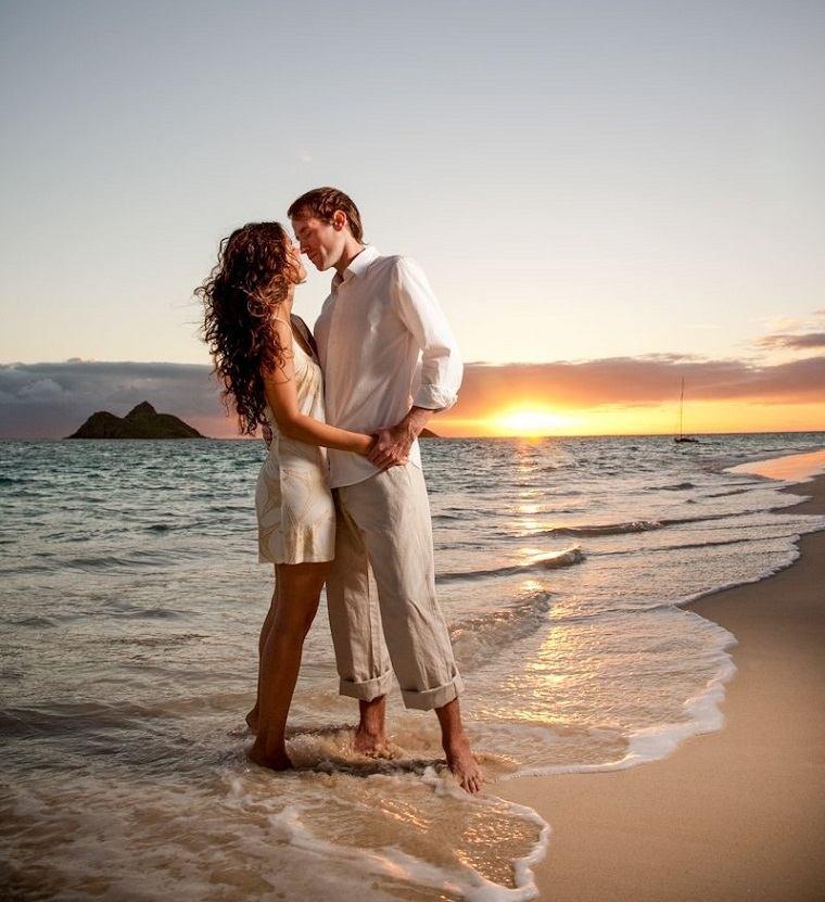 amorada-consejos-pareja-playa