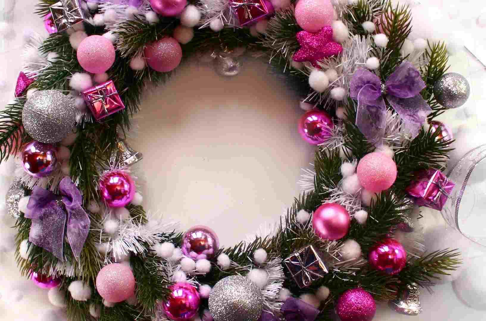 corona-bolas-color-rosa-distintas-tonalidades