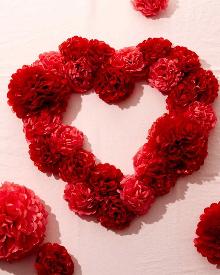 corona-forma-corazon-pompones-color-rojo