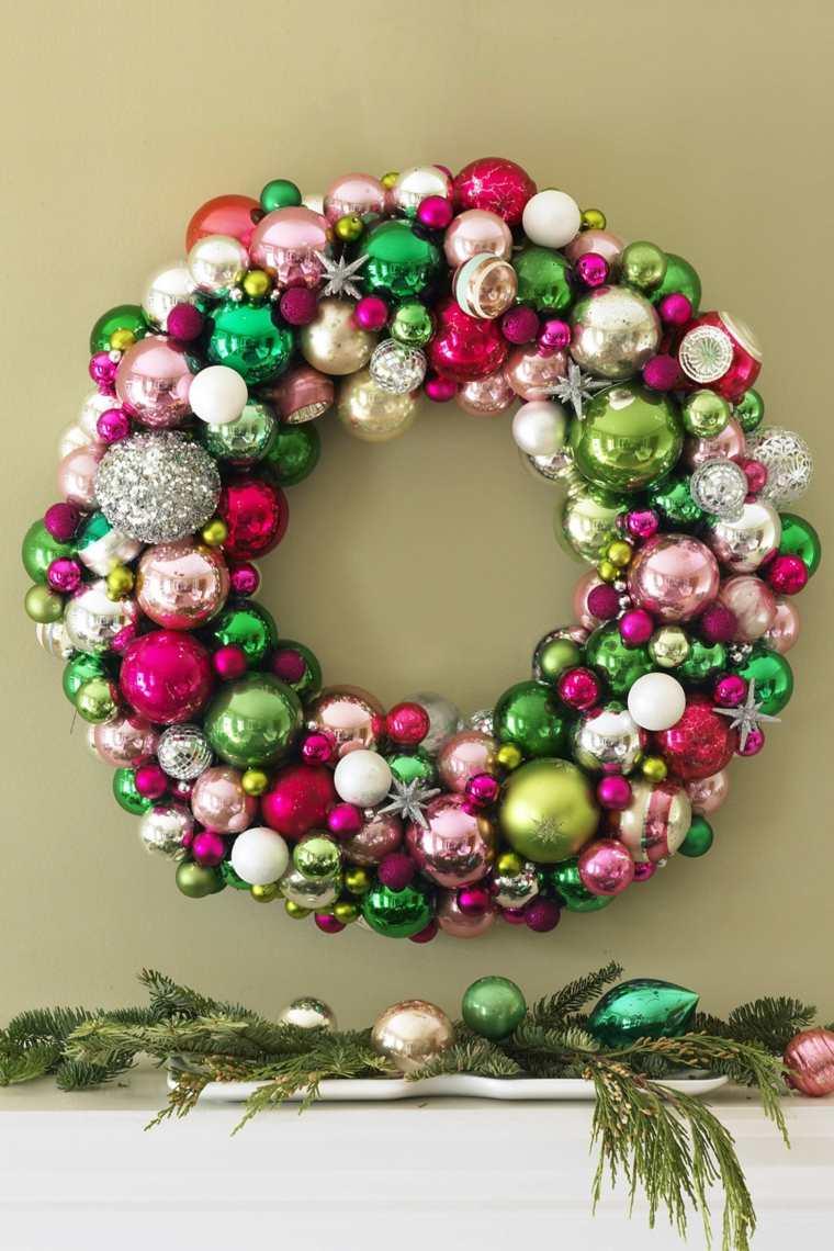 coronas de navidad-bolas-navidenas-distintos-colores