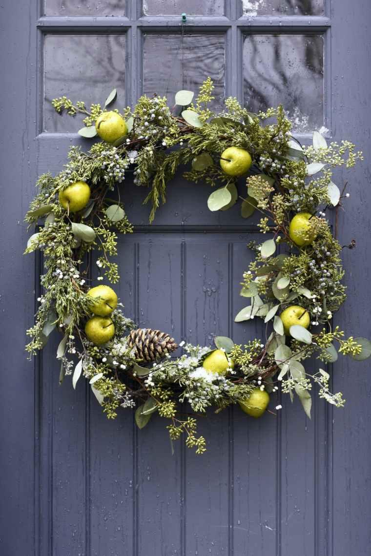 coronas-de-navidad-manzanas-ramas-pinas