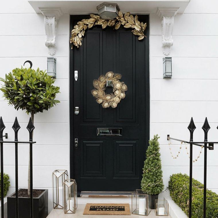 coronas-de-navidad-oro-brillante-puerta