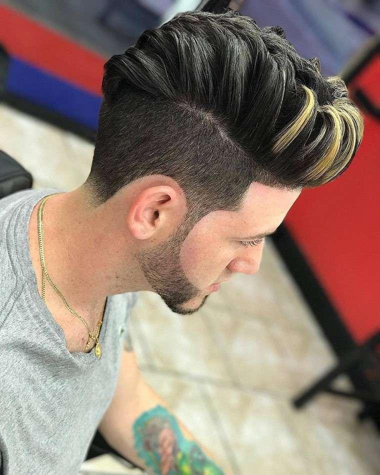 Mechas de colores en el pelo hombre
