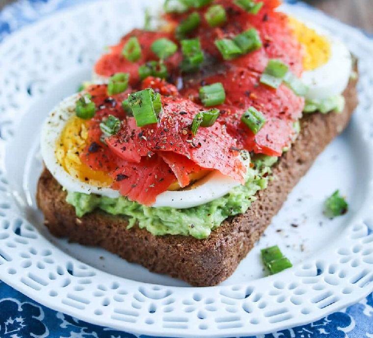 desayunos-sano-salmon-aguacate-huevo-ideas