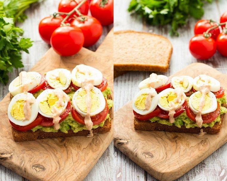 desayunos-sanos-opciones-originales-huevos-aguacate-tomate-ideas
