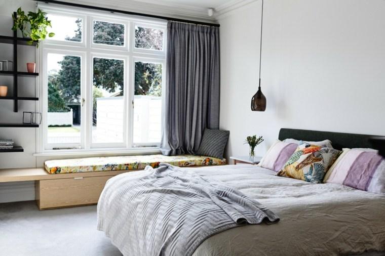 diseno-dormitorios-blancos-banco-madera-cortinas-grices