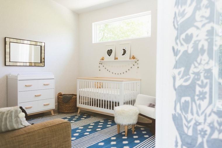 habitacion-bebe-paredes-pintura-blanca-cuna-comoda-blanca