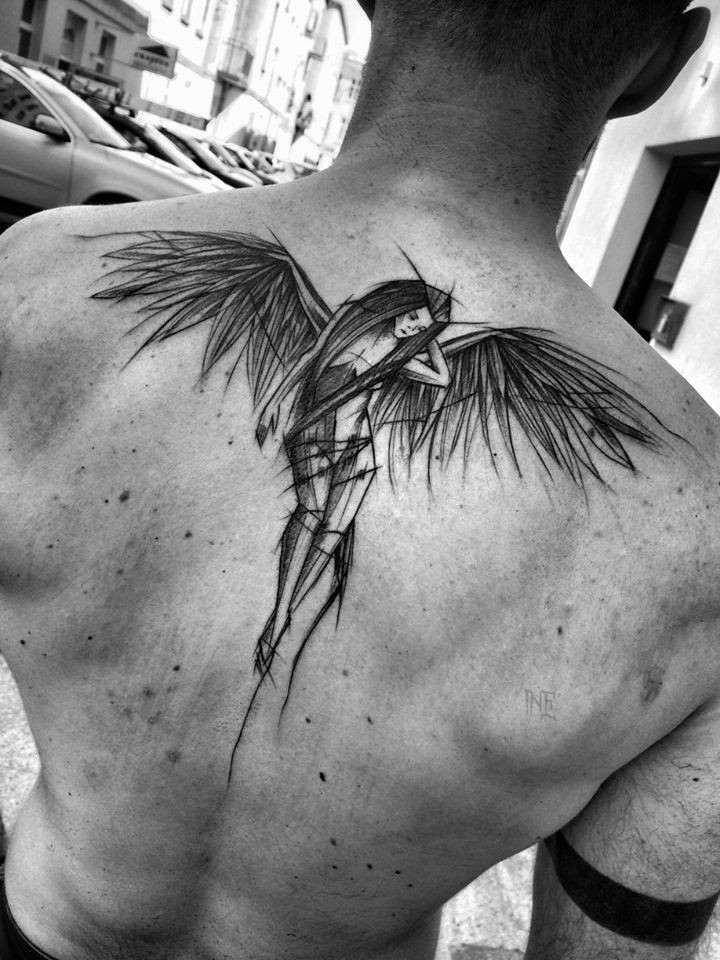 lineas-finas-espalda-tatuada.jpg