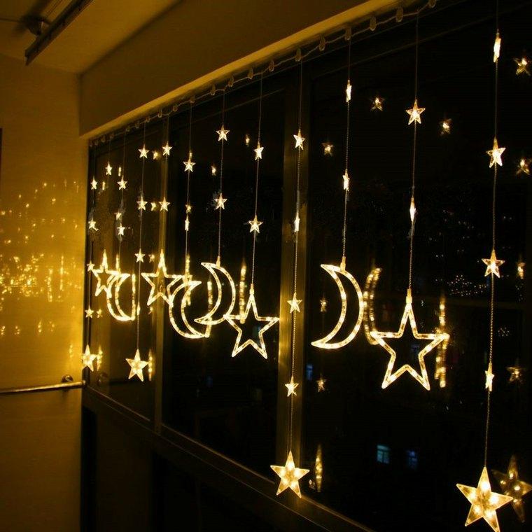 lunas-y-estrellas-en la-ventana