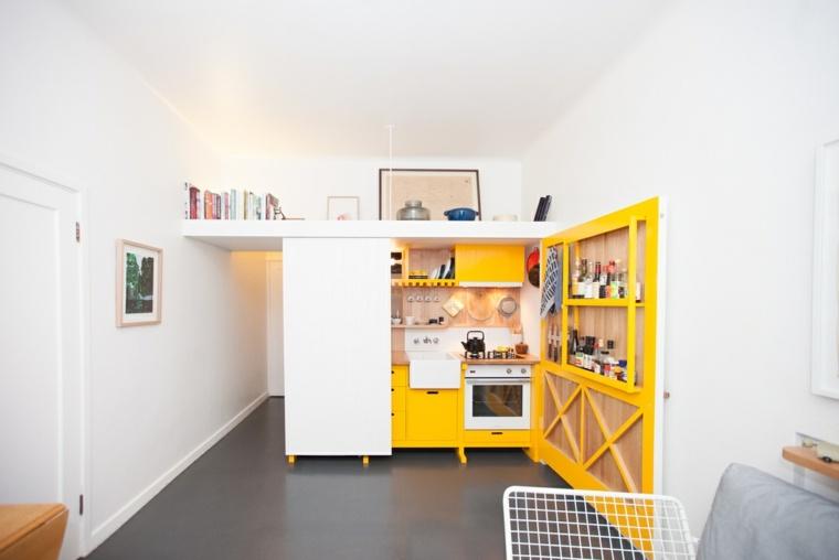mini cocina amarilla