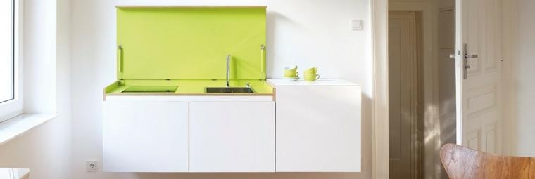 mini cocina blanco y verde