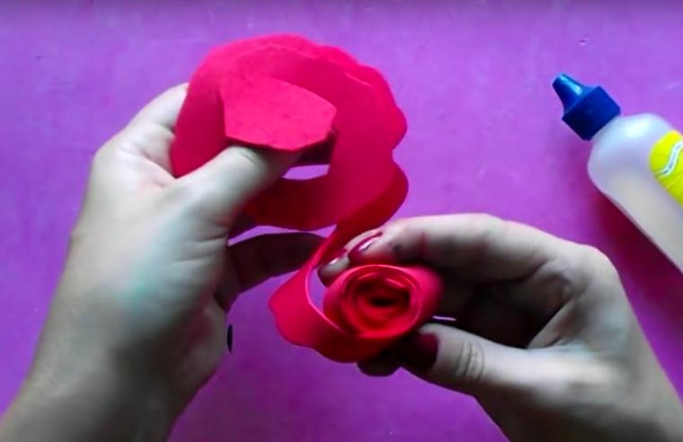 hacer rosas de goma eva