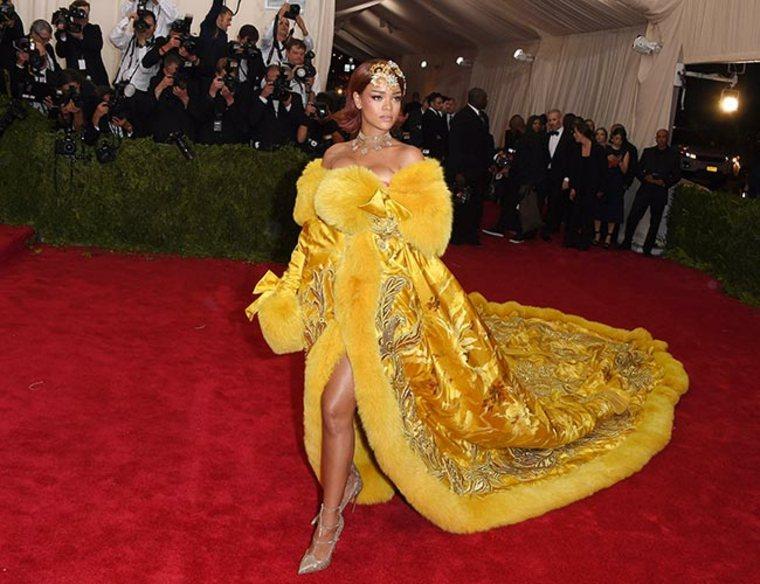 rihanna vestido-amarillo