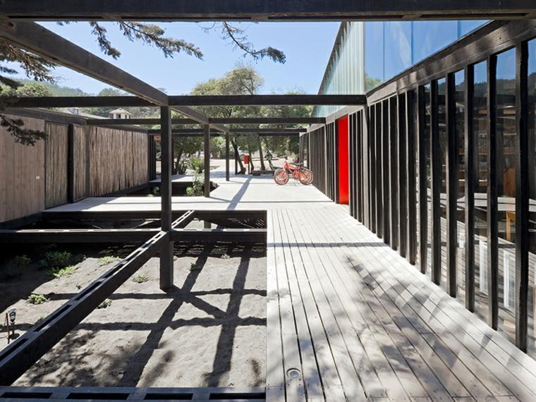 pasillos con caminos de madera