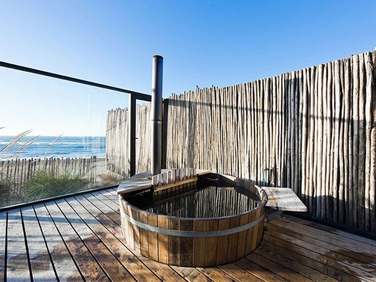 terraza con jacuzzi y vistas al mar