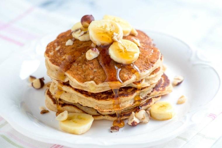 Pancakes-con-miel-y-platanos