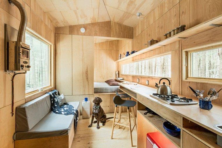 interior de cabaña de madera