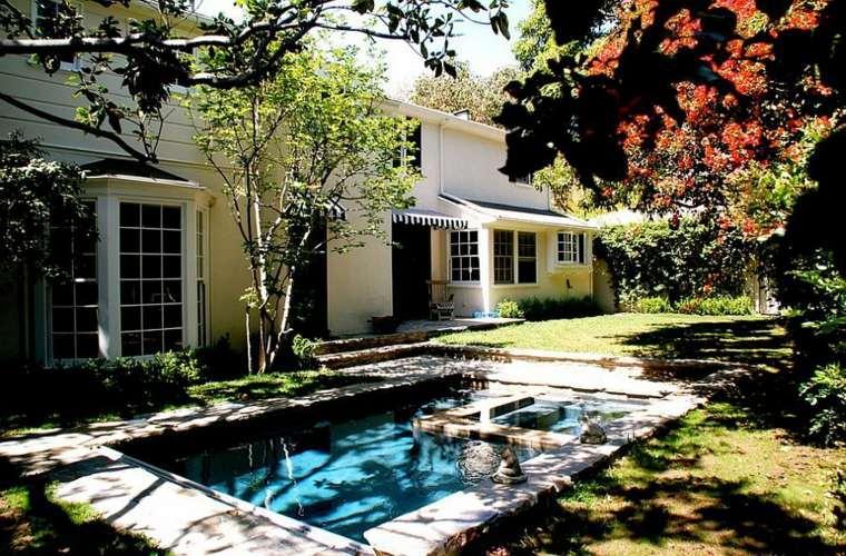 casa-simple-jardin-piscina