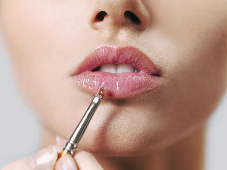 como-pintarse-los-labios-base