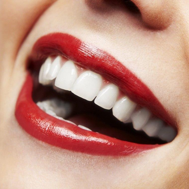como-pintarse-los-labios-pintalabios-dientes