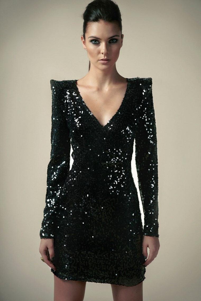 cómo vestir bien-club-vestido-negro-brillo