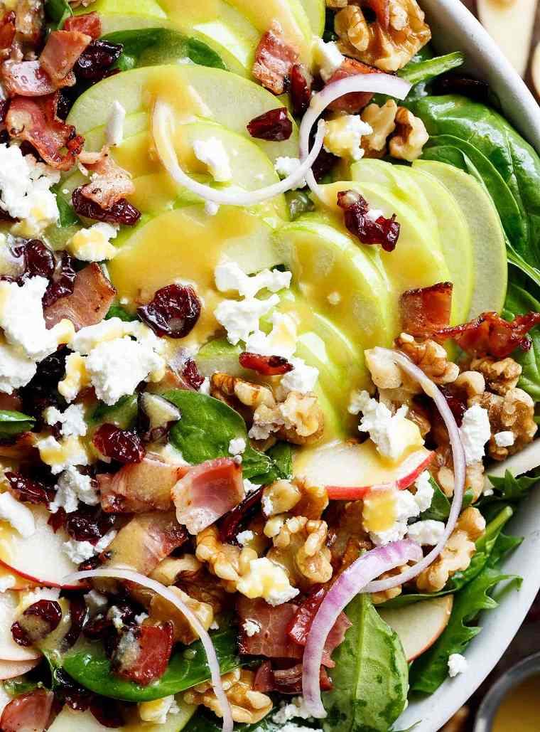 ensalada-con-manzana-tocino-arandanos-miel-ideas