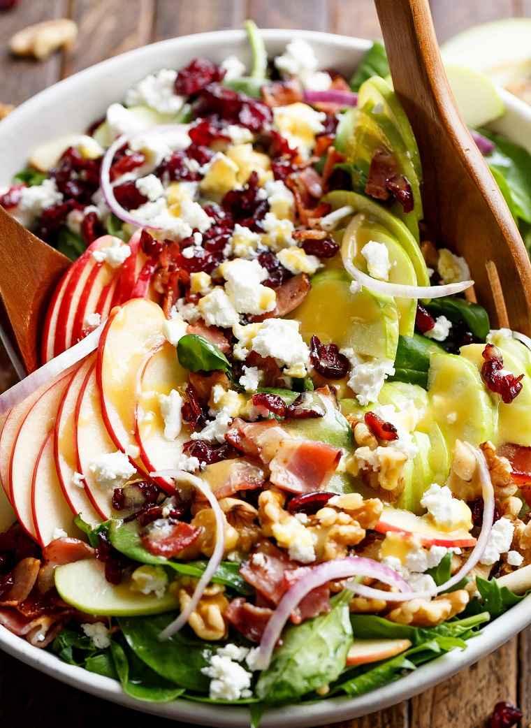 ensalada-con-manzana-tocino-arandanos-miel-mostaza-receta-ideas