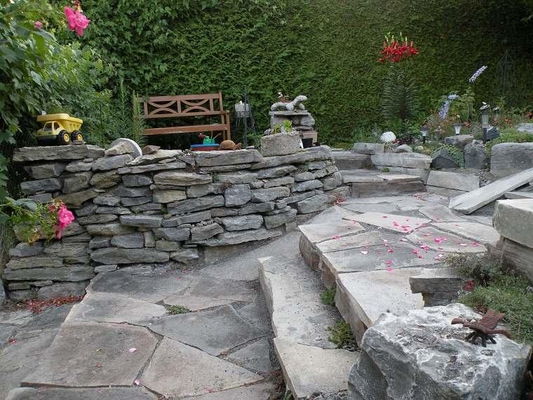 esacleras-muro-piedra-solido