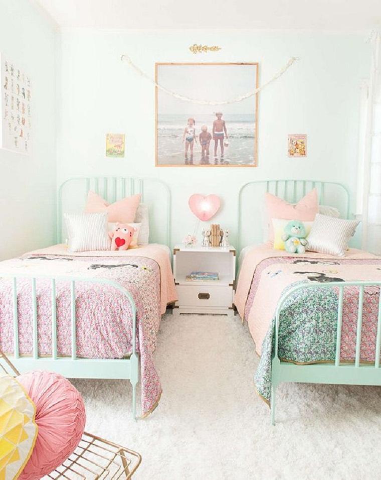 habitación infantil con dos camas